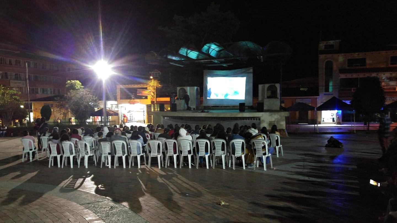 The public viewing or Cine Comunidad event